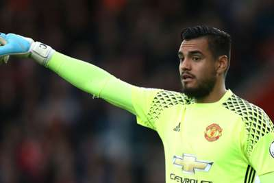 Sergio Romero saves penalty as Manchester United hold Southampton in lifeless draw