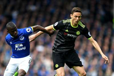 Chelsea beat Everton 3-0; Manchester clubs stumble