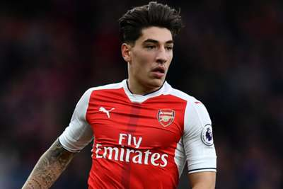 Barcelona eye Juventus star as club give up on Arsenal's Bellerin