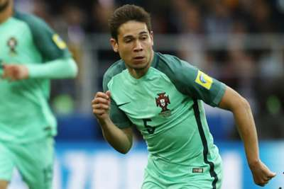 Portugal's Guerreiro confirms fractured leg