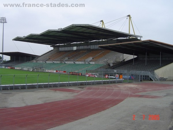 Stade Francis Le Basser, Laval