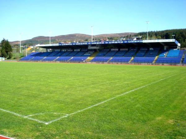 Høddvoll Stadion, Ulsteinvik
