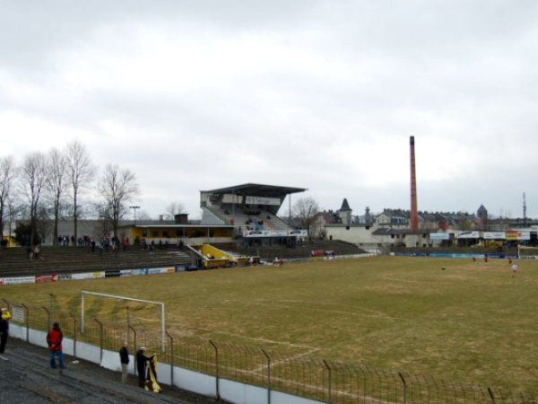 Städtisches Stadion Grüne Au, Hof
